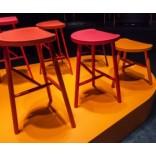 Яркие стулья в домашнем интерьере; 18 примеров с фото