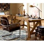 Рабочий стол в ретро-стиле из старого деревянного верстака