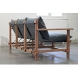 Изящный диван на легкой деревянной раме