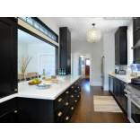 Дизайн кухни с контрастными сочетаниями цветов и стилей
