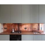 Кухонный фартук из листовой меди – примеры с фото