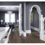 Дизайн интерьера: насыщенный серый цвет стен в контрасте с белым