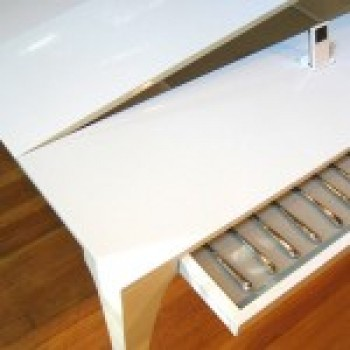 Белый обеденный стол Concerto в форме рояля