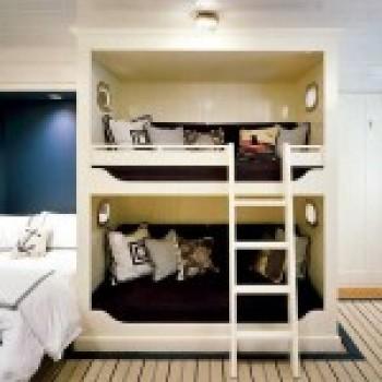 Двухъярусная кровать для детской комнаты. 30 свежих примеров с фото