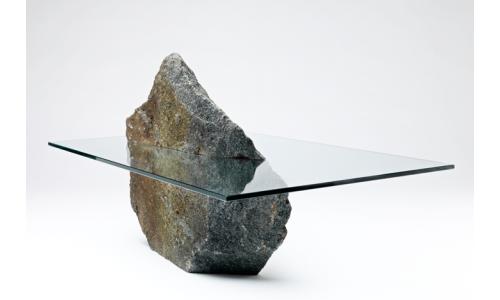 Минимализм — это ничего лишнего: стекло и камень