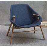 Оригинальное домашнее кресло с подлокотниками