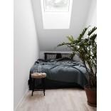 Чёрный цвет в интерьере спальни; минимализм и спокойствие