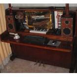 Самодельный компьютерный стол из старого пианино