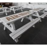 Обеденные столы с надписями