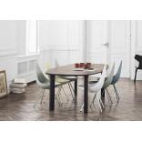 Скругленный стол и кресло-капли от дизайнера Фрица Хансена