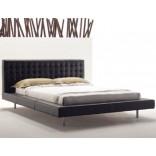 Широкая двухспальная кровать от DellaRobbia