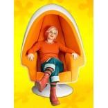 Кресло в форме яйца с яркой внутренней обивкой