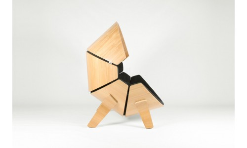 Деревянное кресло для комнаты ребенка