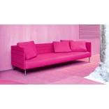 Модный розовый диван-патио как будто светится