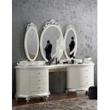 Романтический туалетный столик из белого серебра