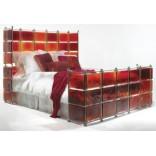 Кровать с рубиновым витражем