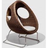 Плетенная мебель для патио - диван-кровать в крупный горошек