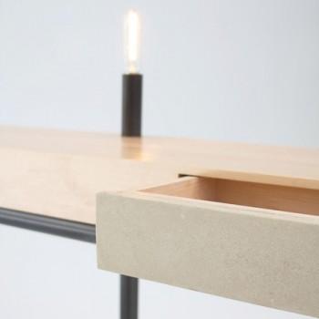 Пристенный столик на трех ножках с лампой