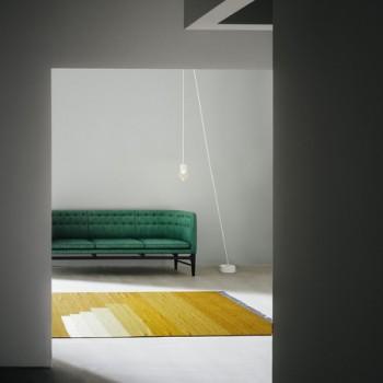 Ковер с 3Д рисунком, имитирующим ступени
