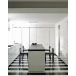 Декорирование кухни в черно-белых цветах