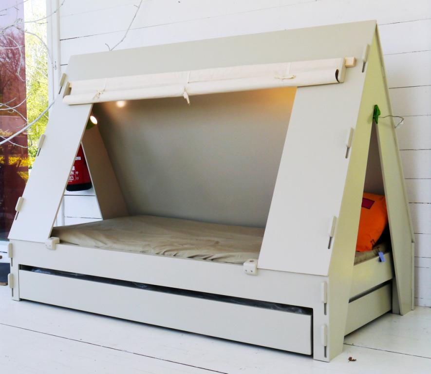 Кровать в шалаше своими руками