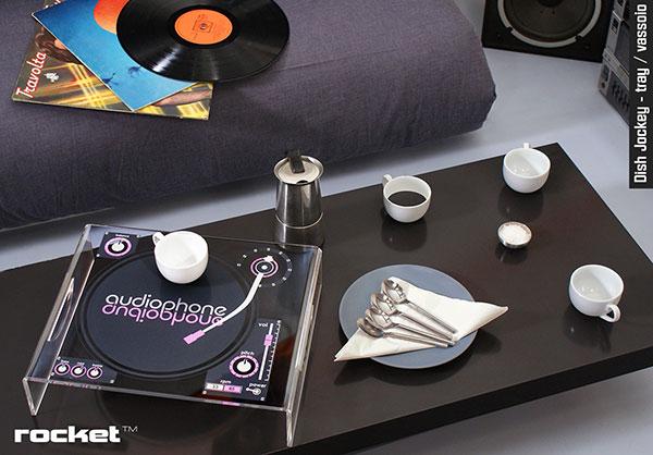 Подставка для кофейного столика в виде винтажного проигрывателя.