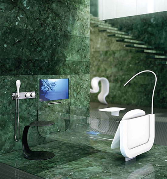 Ванна из стекла с телевизором