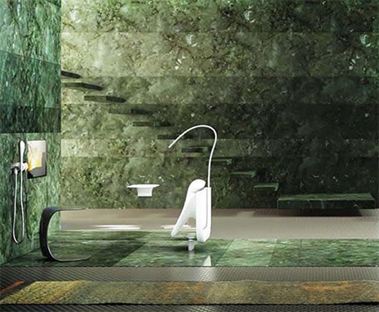 Итальянская ванна из стекла с отдельно стоящим смесителем