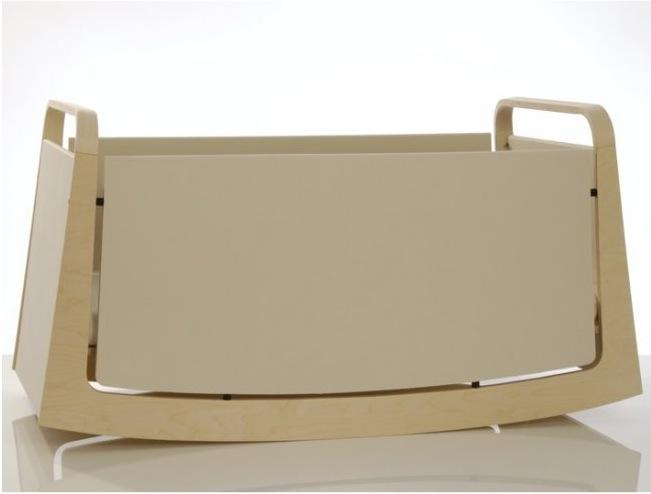 Детская кроватка-качалка на колессиках