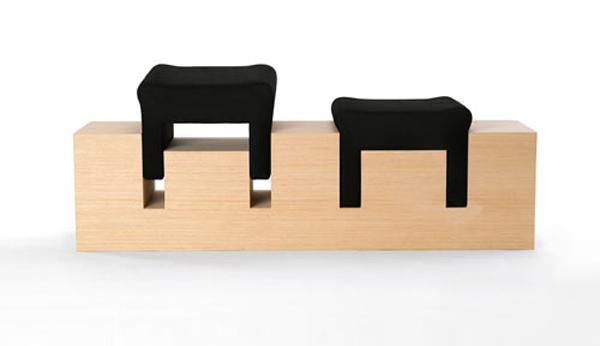 Скамья со снимающимися сиденьями в виде мягких табуретов