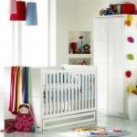 Детская комната для грудничка в белых тонах
