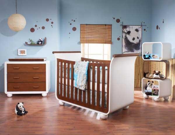 Единая цветовая гамма у стен и мебели в детской комнате