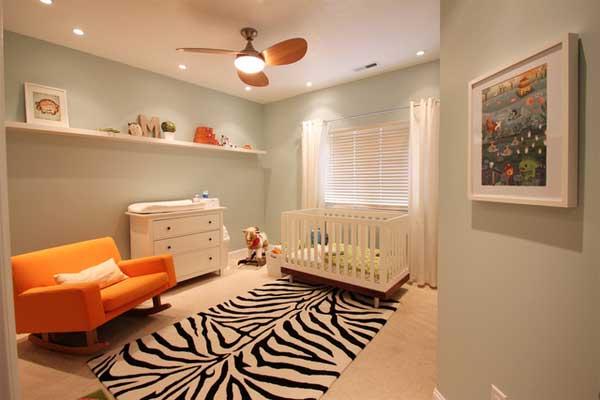 Пример оформления современной детской комнаты с черно-белым ковром