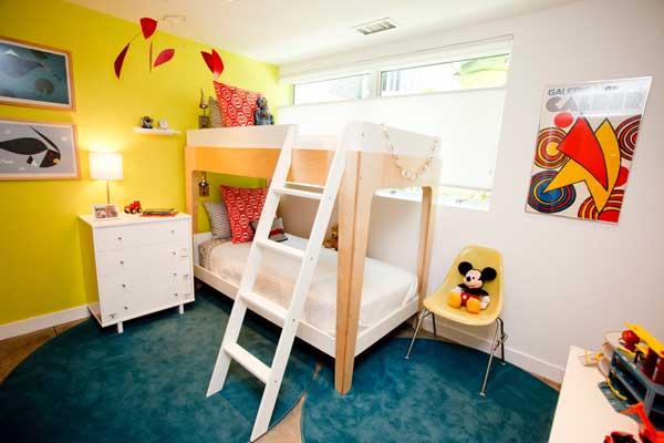 Двухъярусная кровать для детской комнаты