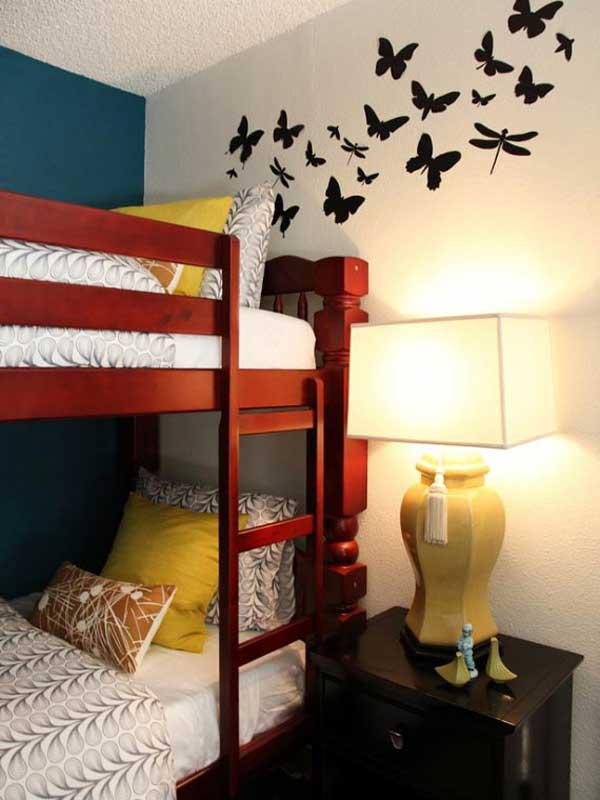 Яркая кровать для детской в 2 яруса