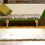Оригинальный диван из старой ванны
