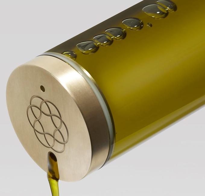 Оливковое масло на столе в идеальном виде