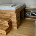 Высокая кровать с местом для хранения