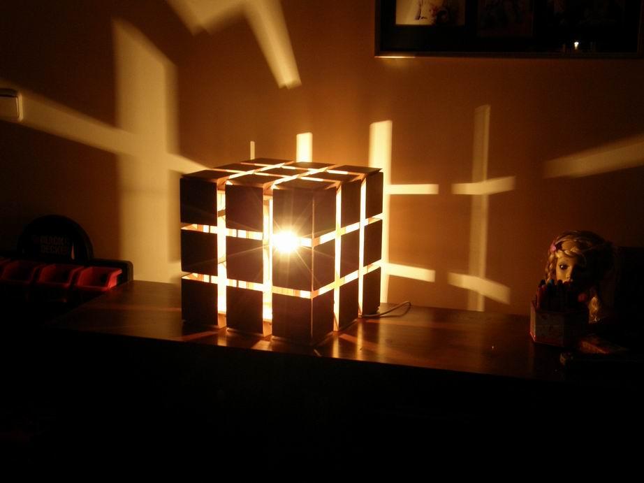 Деревянный светильник ручной работы